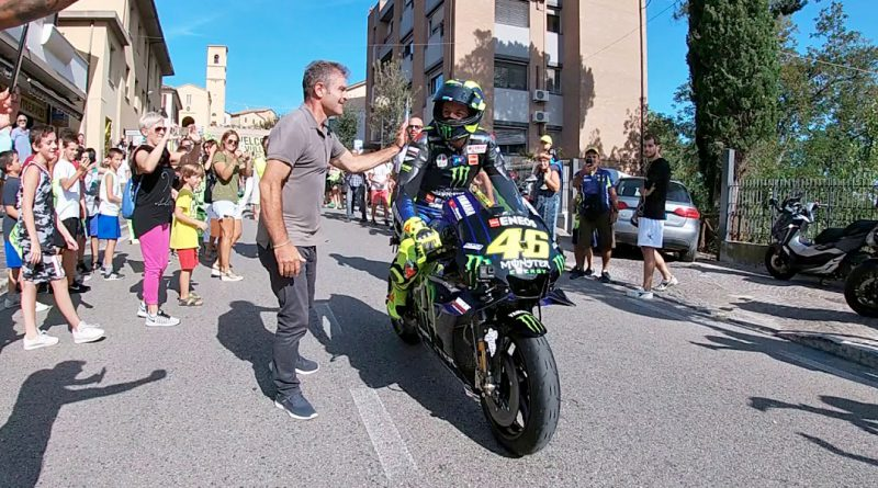 Rossi rides to Misano on his Yamaha M1