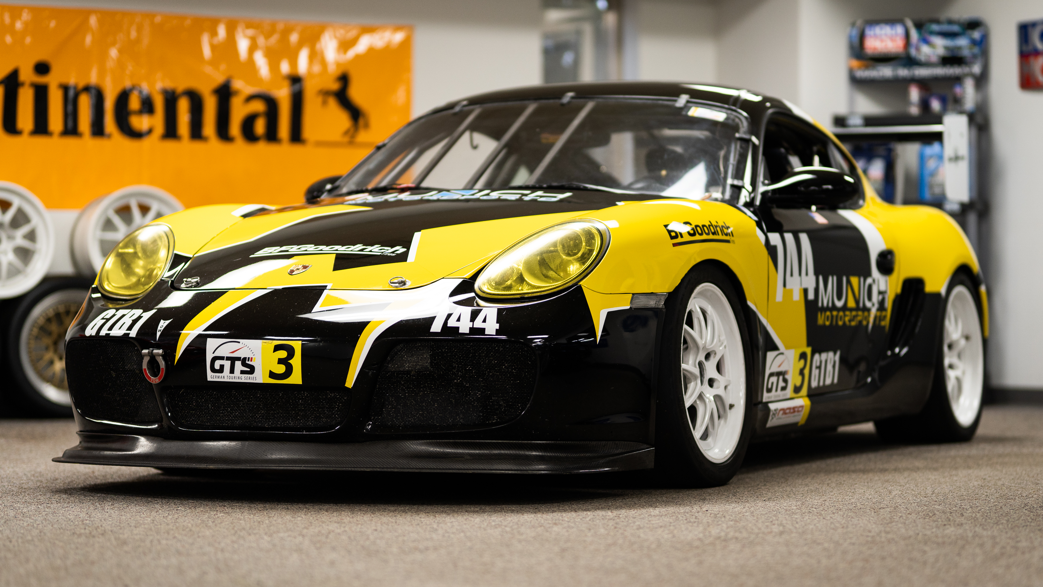 Reduced Porsche Cayman S Race Track Fresh Engine